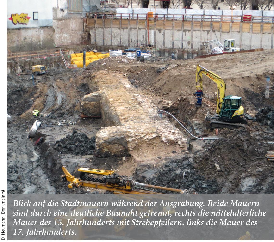 Blick auf die Stadtmauern während der Ausgrabung