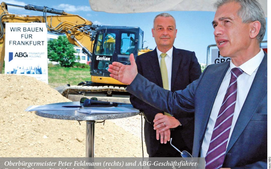 Oberbürgermeister Peter Feldmann (rechts) und ABG-Geschäftsführer Frank Junker anlässlich des Spatenstichs