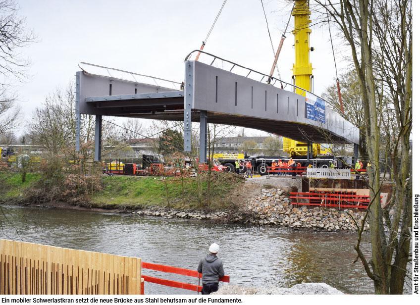 Stahl schlägt Holz: Die neue Brücke am Eschersheimer Freibad